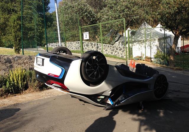 Журналист преобърна BMW i8 при тест драйв